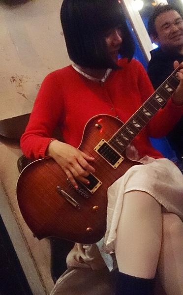 ロフトブックス忘年会〜弾けないギターを弾くんだぜ