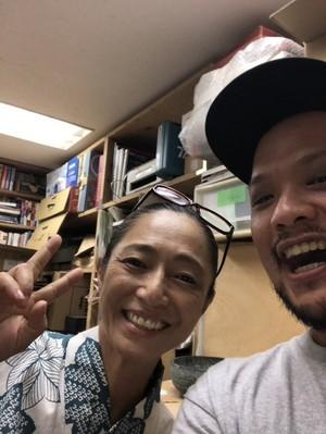 大麻の闘士高樹沙耶さんと高野政所さん。.jpg