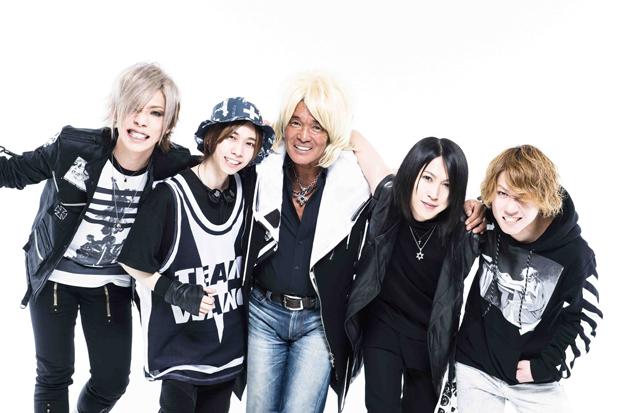 松崎しげるがSuGの新ボーカリストに!?ニューアルバム 「BLACK」のテレビスポットに出演!