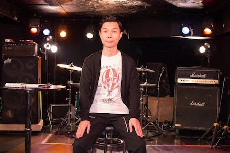 スピッツTシャツを着て収録に臨んだハライチ岩井さん.jpg