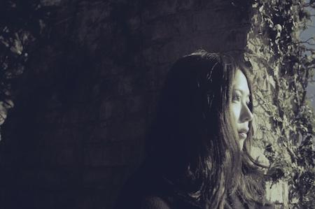 児玉真吏奈、『つめたい煙』発売記念!『児玉真吏奈の世界・トーク&ライブ』生放送で披露!