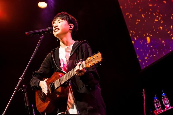 ディズニー映画で話題、 歌の天才少年・石橋陽彩がファンに向けた楽曲初披露!