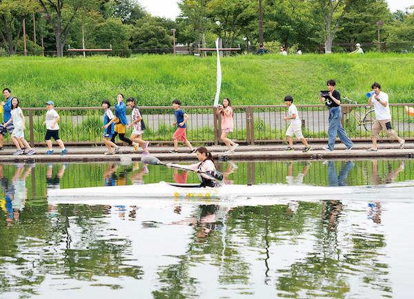 「水上のフライト」新規場面写真1.jpg