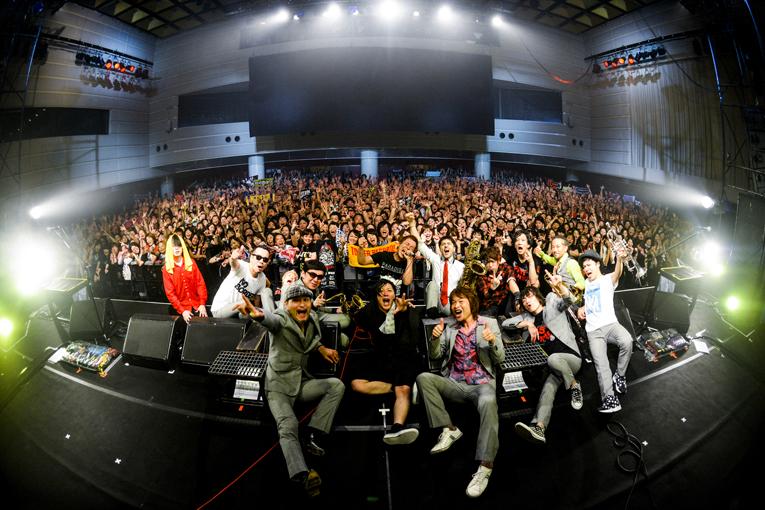 【ライブレポート】TOWER RECORDS presents FIST BUMP vol.3 ROTTENGRAFFTY × 東京スカパラダイスオーケストラ~ロットンの日の乱~