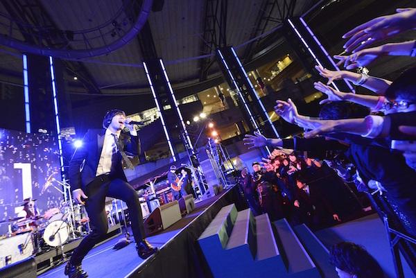 【ライブレポート】[Alexandros]ニューアルバム「EXIST!」リリースイベントフリーライブ 六本木ヒルズアリーナで約 3000 人が熱狂!