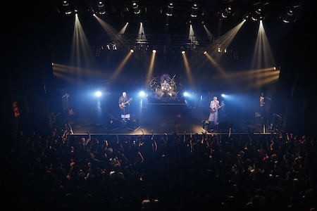 【ライブレポート】人間椅子、渋谷で熱狂的大団円を迎えた〈地獄の季節〉