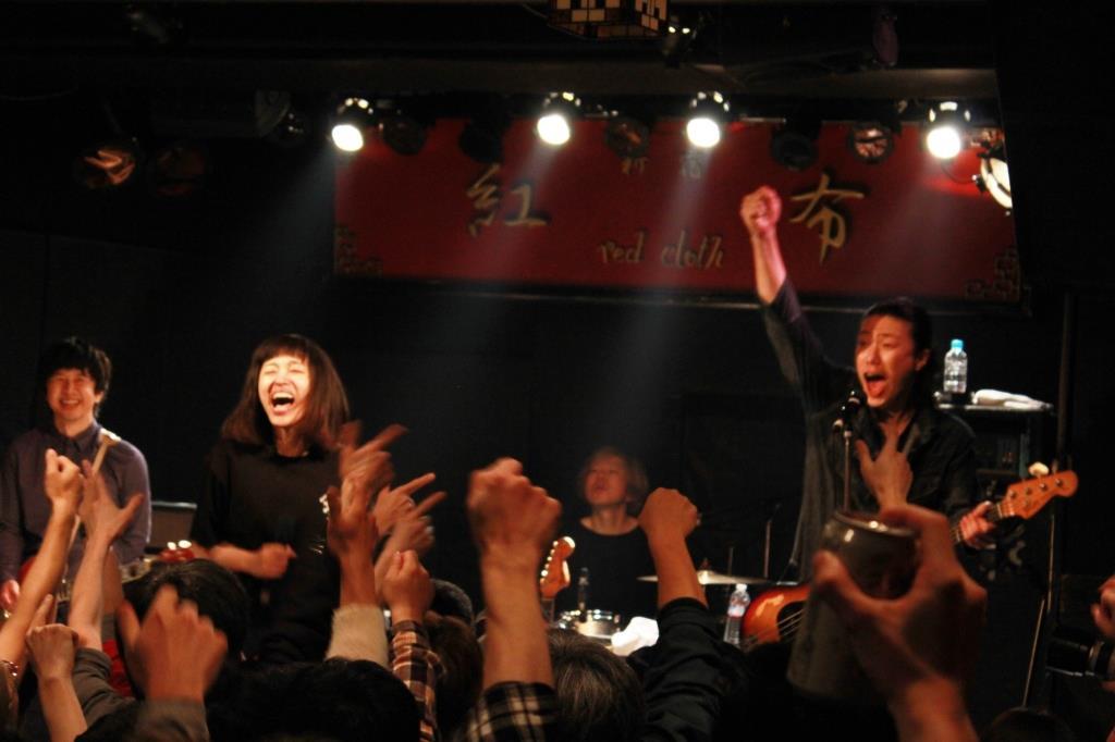【ライブレポート】BUGY CRAXONE、20周年へ向けてスタートダッシュ! ベスト盤レコ発の「ミラクルなツアー」も発表!