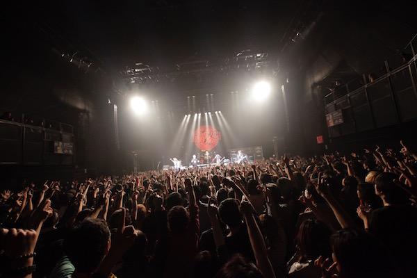 【ライブレポート】筋肉少女帯、1989年発売「猫のテブクロ」完全再現+11 ライブで魅せた赤坂の春の夜