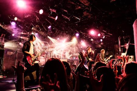 【ライブレポート】アンティック-珈琲店-、ライブハウスツアー「キミたちに届けたいラフ・ソング」渋谷クラブクアトロ、ファイナル!さらに 夏の風物詩ライブ「SUMMER DIVE」の開催決定!