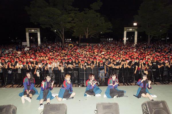 【ライブレポート】BiSH、 ミニアルバム発売日に代々木公園で狂乱フリーライブ決行!! オリコンアルバムデイリーチャート3位を獲得