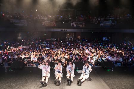 7まねきケチャ「まねきケチャ 2周年記念ライブ ~まねかれナイト~」集合.jpg