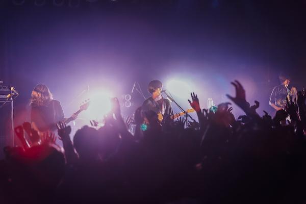 【ライブレポート】ヒトリエ パスピエを迎え開催した自身主催のツーマンイベント『nexUs vol3』大盛況のうちに終了!wowakaが6年ぶりに発表したボーカロイド曲「アンノウン・マザーグース」を初披露!