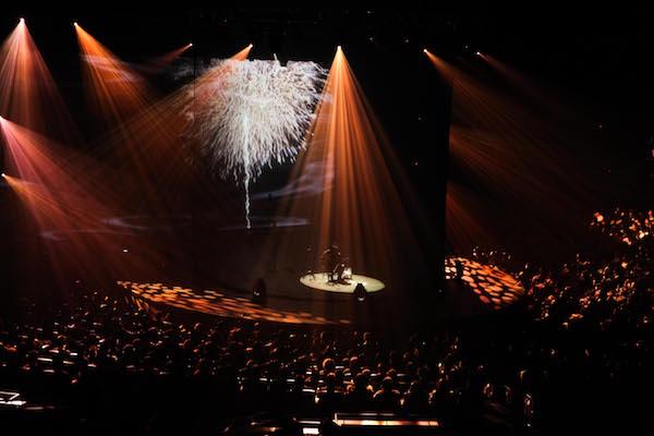 【ライブレポート】amazarashi 秋田ひろむ初の弾き語りライブ『理論武装解除』奥深く切実な音楽世界を生々しく表現した圧巻のステージ。
