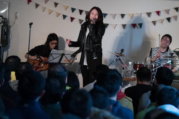【ライブレポート】吉川友「DISTORTION/ときめいたのにスルー」発売記念アコースティック・ライブ!ツアー開催も!