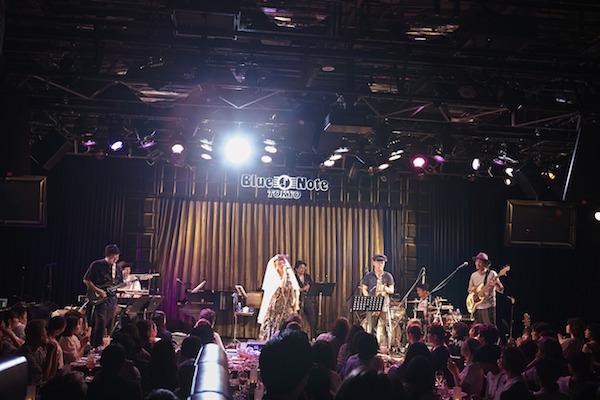 【ライブレポート】Chara、16公演のツアーが終幕!デビュー曲から最新アルバム曲まで時代を超え、愛され続ける楽曲たちを披露!