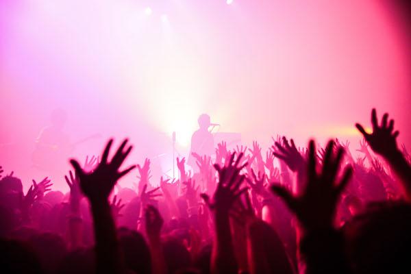 【ライブレポート】「一生俺たちのセンスに付いてきてください!」 フレデリック 対バンツアー、初日ライブレポート!