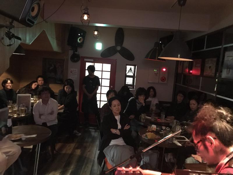 【ライブレポート】塚本功の音楽鑑賞会 in ROCK CAFE LOFT「塚本功さんが普段ライブで演奏している曲の原曲をじっくりと聴いてみた」
