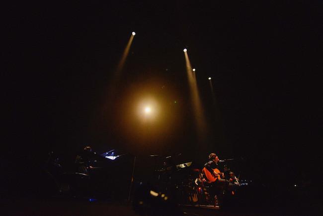 【ライブレポート】TK from 凛として時雨、めぐろパーシモンホール 大ホールで行われた「Acoustic fake show vol.1」オフィシャルレポート!